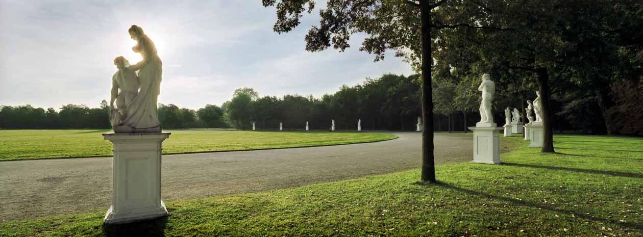 Hier sind die Statuen in der Karlsaue in Kassel zu sehen. Foto: Heiko Meyer